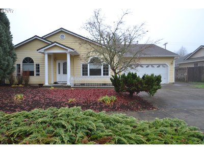 Forest Grove Single Family Home For Sale: 2317 Gardenia St