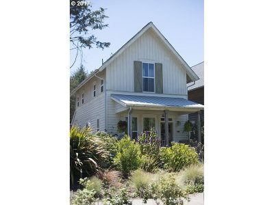 Lincoln City Single Family Home For Sale: 2793 SW Anemone Ave