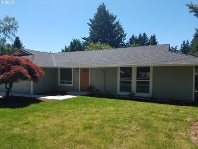 Milwaukie Single Family Home For Sale: 15909 SE Lark Ave