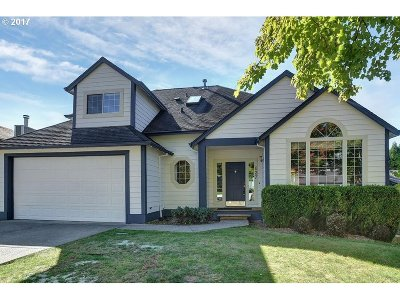 Gresham Single Family Home For Sale: 637 SE Greenway Dr