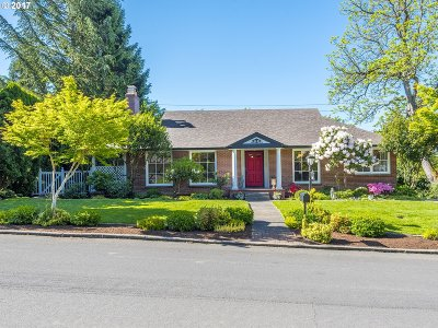 Portland Single Family Home For Sale: 7780 SW Maple Dr