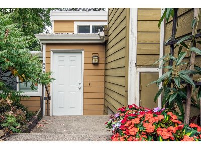 West Linn Condo/Townhouse For Sale: 1626 Village Park Pl
