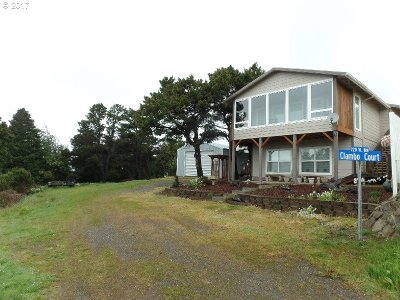 Port Orford Single Family Home For Sale: 220 Eighth St