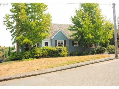 Coos Bay Single Family Home For Sale: 526 S 11th