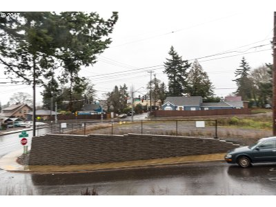 Milwaukie, Gladstone Residential Lots & Land For Sale: 12811 SE Oatfield Rd