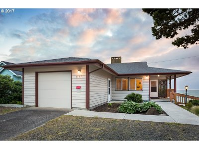 Lincoln City Single Family Home For Sale: 1335 NW Harbor Ave
