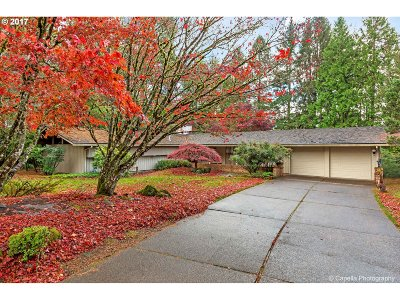 Portland Single Family Home For Sale: 10160 SW Hawthorne Ln