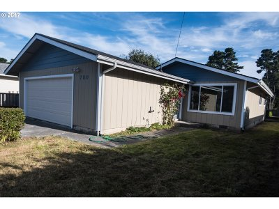 Bandon Single Family Home For Sale: 780 8th St SW