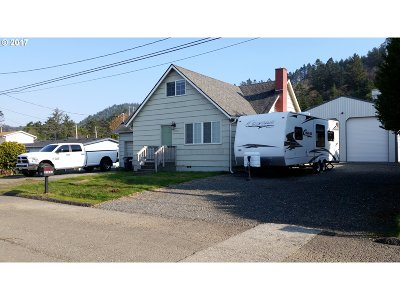 Gold Beach OR Single Family Home For Sale: $307,500