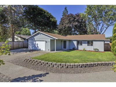 Forest Grove OR Single Family Home For Sale: $300,000