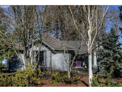 Stayton Single Family Home Sold: 535 E Mill Stream Woods