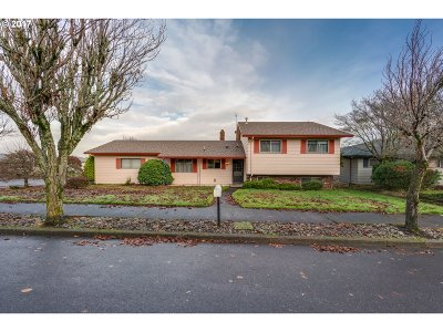 Portland Single Family Home For Sale: 14109 NE Siskiyou Ct
