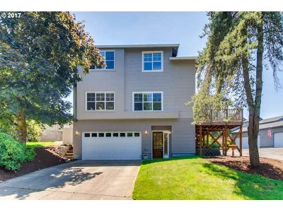 West Linn Single Family Home For Sale: 6235 Club House Cir