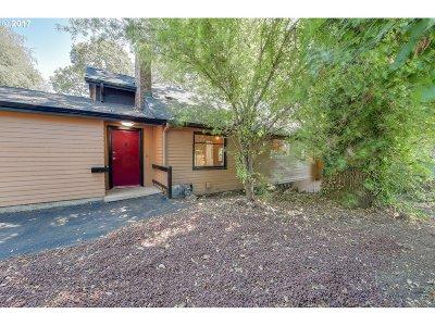 Milwaukie Single Family Home For Sale: 4812 SE Roethe Rd