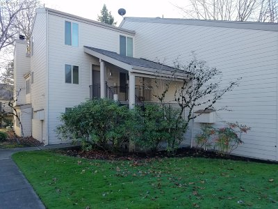 Beaverton Condo/Townhouse For Sale: 10114 SW Trapper Ter #33