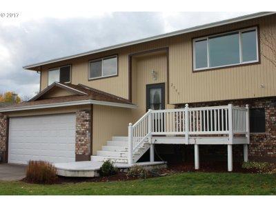 Gresham Single Family Home For Sale: 2395 NE Maple Ct