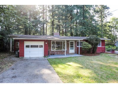 Lake Oswego Single Family Home For Sale: 16219 Bonaire Ave