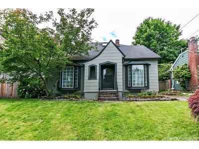 Single Family Home For Sale: 3326 NE Clackamas St