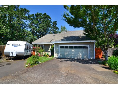 Junction City Single Family Home For Sale: 145 Thane Pl
