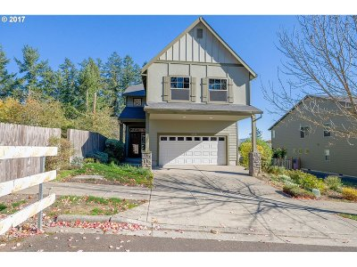 Portland Single Family Home For Sale: 5936 NW Lark Meadow Ter
