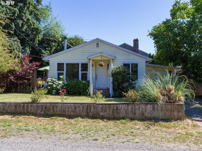 Milwaukie, Gladstone Single Family Home For Sale: 2202 SE Pinelane St