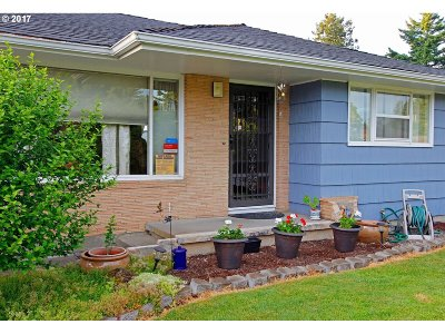 Single Family Home For Sale: 16035 SE Taggart St