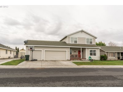 Hermiston Single Family Home For Sale: 1975 NW Prickly Pear Dr