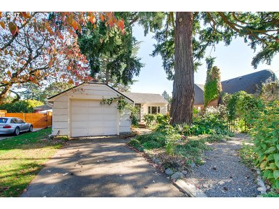 Portland Single Family Home For Sale: 4840 SE 43rd Ave