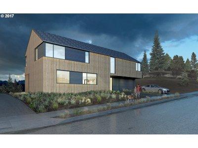 Washington County Single Family Home For Sale: 9077 NW Lovejoy St