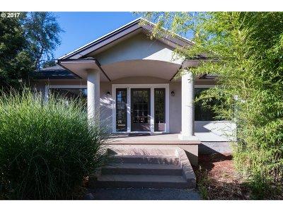 West Linn Single Family Home For Sale: 21775 Willamette Dr