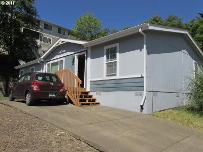 Lincoln City Single Family Home For Sale: 2439 NE 29th St