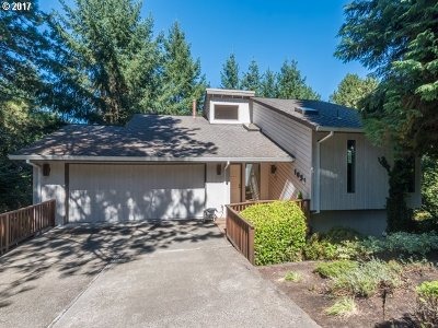 Lake Oswego Single Family Home For Sale: 1031 Oxford Dr