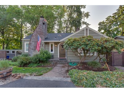 Single Family Home For Sale: 115 W Clackamas Blvd