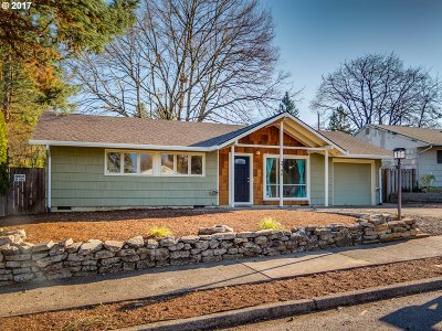 Portland Single Family Home For Sale: 3740 SE 167th Ave