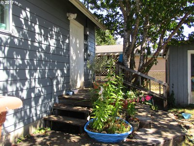 Lincoln City Single Family Home For Sale: 2938 NE Holmes Rd
