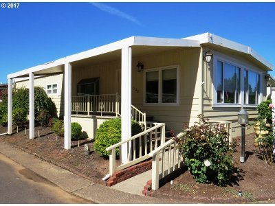 Eugene Single Family Home For Sale: 1800 Lakewood Ct #SP 28
