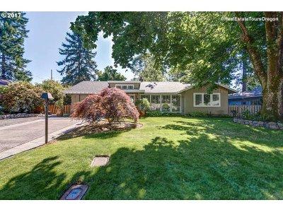 Single Family Home Pending: 636 NE 151st Ave