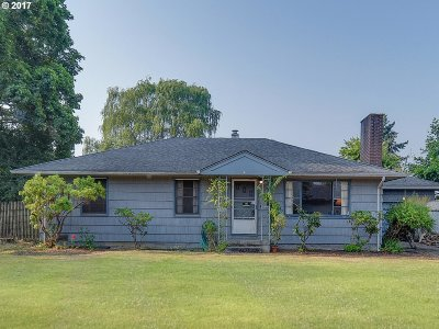 Milwaukie Single Family Home For Sale: 7806 SE Southgate St