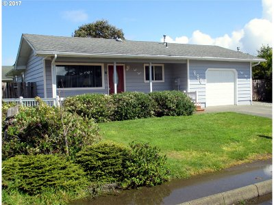 Bandon Single Family Home For Sale: 880 12th St SW
