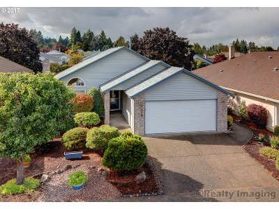 Portland Single Family Home For Sale: 1639 NE 150th Ave