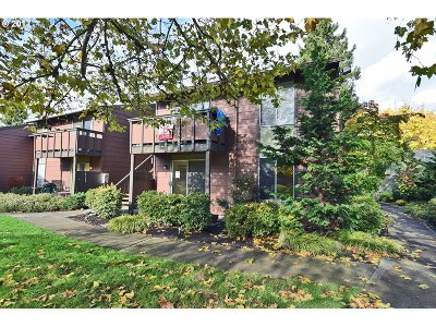 Beaverton Condo/Townhouse For Sale: 5472 SW Alger Ave #B-15