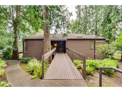 Clackamas County Single Family Home For Sale: 7220 SW Montgomery Way