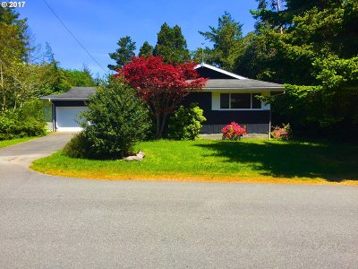 Port Orford Single Family Home For Sale: 654 Eighteenth St