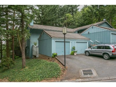 Lake Oswego Condo/Townhouse For Sale: 200 Cervantes