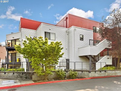 Condo/Townhouse For Sale: 606 NW Naito Pkwy #A-20