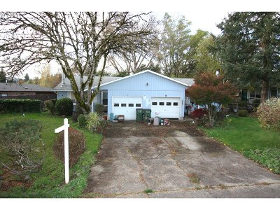 Newberg, Dundee Multi Family Home For Sale: 913 Charles St