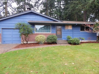 Portland Single Family Home For Sale: 14200 SE Madison St