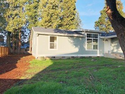 Oregon City, Beavercreek, Molalla, Mulino Single Family Home For Sale: 127 Shirley St