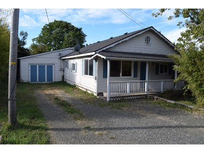 Gold Beach Single Family Home For Sale: 94260 Leith Rd