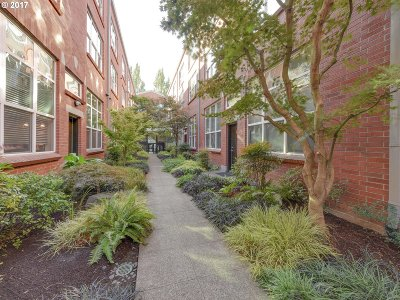 Portland Condo/Townhouse For Sale: 1009 NW Hoyt St #108
